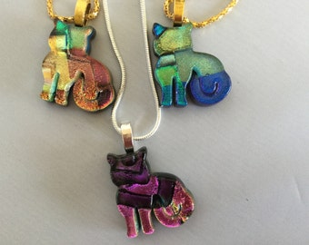 Cat pendant made of dichroic glass