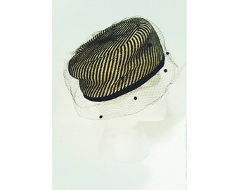 Vintage women's hat black/gold