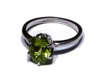 Cute Peridot and Sterling Silver ring. Size 6