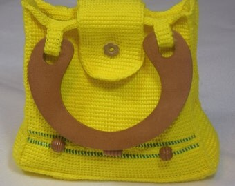 Lemon-yellow small bag crocheted from 100% cotton with wood handles and wood decor