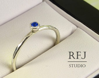 Hammered Lab Sapphire Silver Ring, Blue 2 mm Gemstone Medium Texture Sterling Ring Simulate Blue Corund Sapphire Textured Ring, Blue Stone