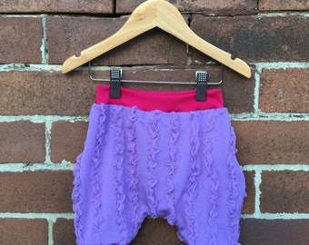 Vintage Retro Style Frilly Toddler Bloomers Shorts - Size 1