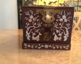 ANTIQUE ASIAN jewelry box with mirror