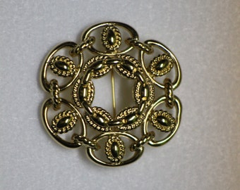 Vintage Gold Colored Brooch - Nautical details - vintage pin - fashion statement