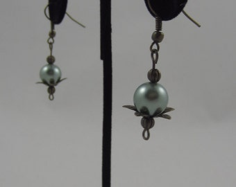 Green Pearl Flower Dangling Earrings