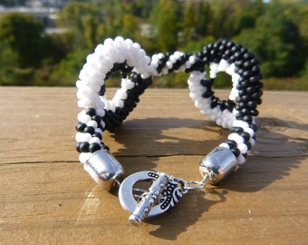 Black and White Concentric Circle Kumihimo Bracelet
