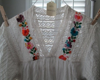 Beautiful embroidered pin-tucked white Mexican sundress, L to free size!