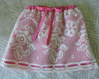 Girls pink cotton/linen and lace gathered skirt.