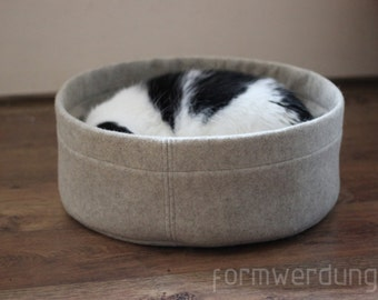 Fine wool felt with a comfortable cushion cat bed