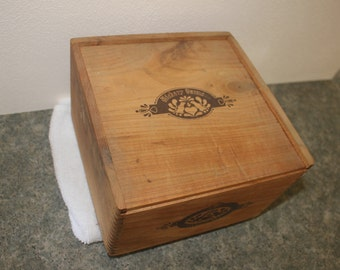 Vintage Hickory farms dovetail wooden box