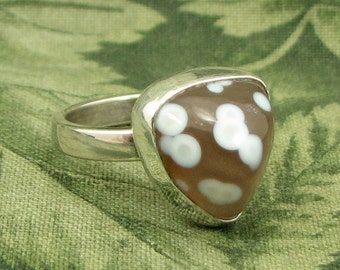 Agate with white Eyes - Sterling triangular Ring size 7 - OOAK