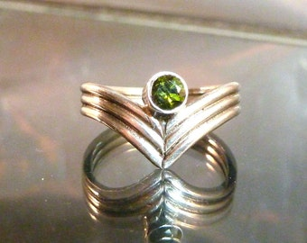 Green Tourmaline V Shaped Ring Sterling Silver wide thick band faceted size 6 1/2