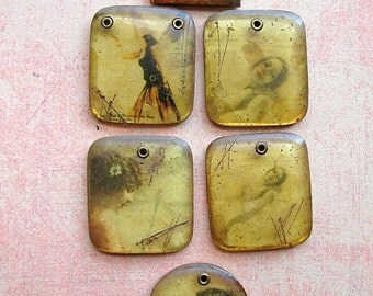 Vintage Brass Bezel and Resin Pendant Lot no.1  - 1 piece
