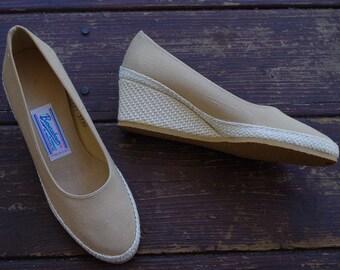 KHAKI Tan 1970's Vintage Light Beige Wedge Platforms Heels // by BROWSABOUTS // size 5 M // Deadstock New