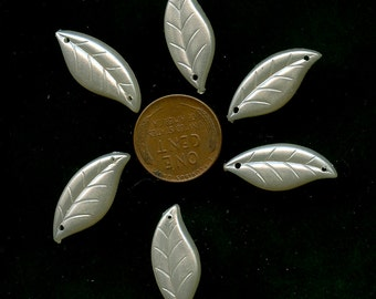Lot of (6) Vintage White LEAVES Pearlized Plastic Leaf Charms Trim Sew On Flat Back 1871