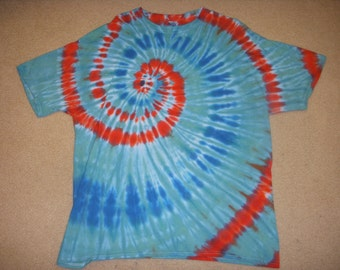 XL tie dye t-shirt, shades of blue and red spinner, extra large