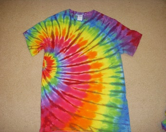 S tie dye tshirt, side swirl rainbow, small