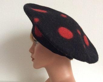 Gefilzte Baskenmütze -rot schwarz - SALE