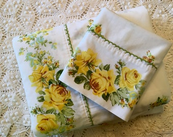 Complete Set Springmaid Marvelaire Twin Bedding Set - Yellow Roses - Complete Set - Like New - Beautiful Yellow Rose Bedding - No-Iron Musli