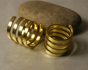 Gold tone spiral ring, one piece (item ID GPHN00484)