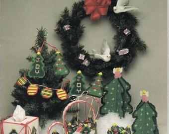 O' Christmas Tree ~ plastic canvas leaflet