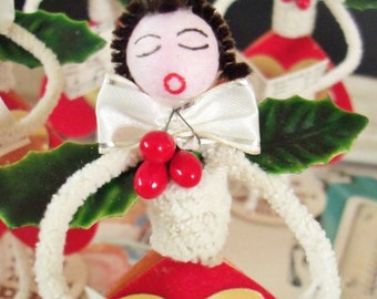 Vintage Style / Pipe Cleaner Caroler Figure / Vintage Craft Supplies / Vintage Spun Cotton Head / Lacquered Holly Leaves