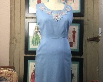 On sale 1950s wiggle dress 50s appliquéd dress size medium Vintage day dress blue sleeveless dress