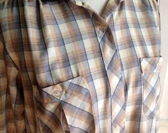 Adorable vintage 1970's/80's plaid button up shirt.. womens size XS/S
