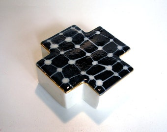 porcelain square cross box with scrafitto pattern and gold luster