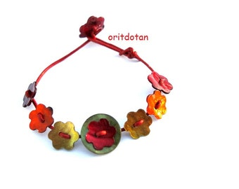 Buttons bracelet, button jewelry made of vintage flowers shell buttons and round new buttons