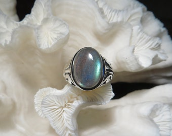 Beautiful Labradorite Ring Size 7.25