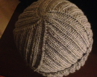 Swirl-Ribbed Grey Knit Wool Hat