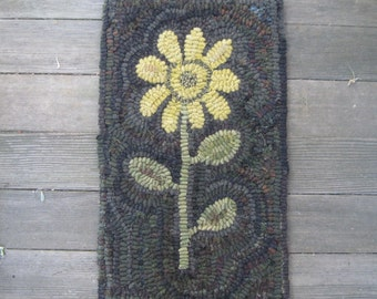 Primitive Hooked Rug ~ Sunflower  ~ Folk Art ~ Hand Made