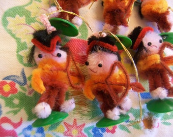 tiny pipe cleaner indians