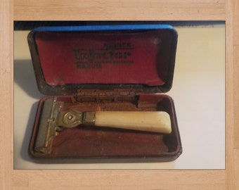 Schick Injector Razor with Case