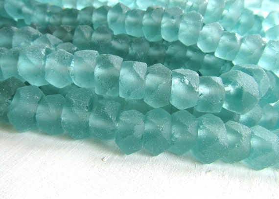 Recycled glass beads faceted rondelle  Aqua green sea aquamarine tone rustic square barrel -  7 to 9  mm  x 10 to 13 mm  / 16 pcs -  6ak3-1