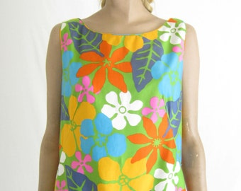 Vintage 60's Mod Hawaiian Dress. Size Medium