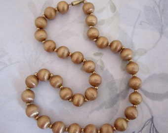 vintage gold tone textured metal bead on chain necklace - j5916