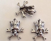 5 Skull Scull and Cross Bones Charms/Pendants with Queen Crown - Antique Silver - SC154#MM