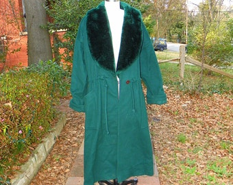 1970s Vintage Emarlad Green Trench Coat Green Wool Green Faux Fur Lapel Collar Tie Waist Green Robe Cuffed Sleeves Size Large