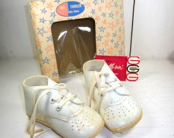 Vintage Baby Shoes, Tiny, Toddler, Boxed Set Infant Shoes, Dauphin Shoe Company, Tolex Mello-Vin, Polymeric Fabric Uppers, Footware  (37-15)