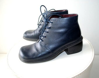 Retro vintage 90s deep navy blue genuine leather , lace up, ankle boots with a chunky heel and square toe. Made by Nine West. Size6.