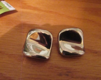 silver indention clip on earrings