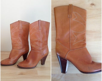 Vintage 70's distressed leather boots / Brown leather midi boots / high heel boots