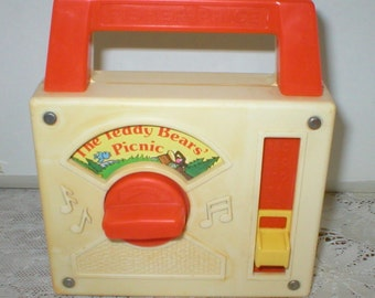 Fisher Price Radio Wind Up Musical Tote A Tune Teddy Bears Picnic Toy Vintage