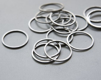 4pcs Oxidized Silver Plated Brass Base Flat CLOSED Ring - Link - Loop 18x1mm (3023C-U-371)