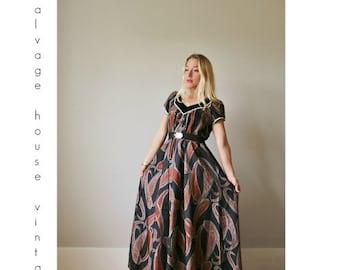 ON SALE 1980s Hawaiian Velvet Maxi Dress >>> Size Extra Small to Small