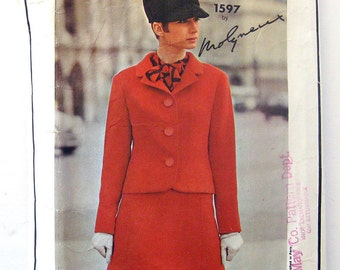 1960s Vintage Vogue Paris Original - Suit and Blouse - Molyneux - Vogue 1597 RARE Pattern / Size 18 Bust 32
