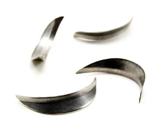4 Pieces Abstract Antiqued Silver Plated Curved Crescent Moon / Metal Leaf Blade Shapes with Texture to Add-On or Embellish