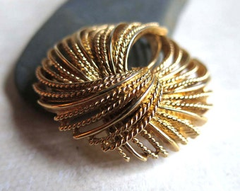 Vintage Gold Monet Pin, Gold 1950s Monet Rope Brooch, Textured Monet Golden Rope Pin, 1950s Gold Pin Brooch, Signed Monet Round Pin